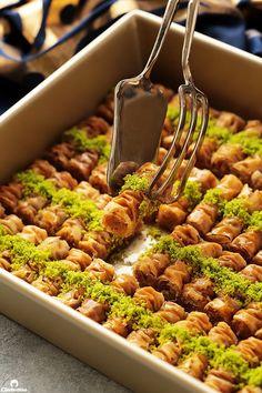 Cinnamon Baklava Rolls Lebanese Desserts, Greek Desserts, Lebanese Recipes, Turkish Recipes, Greek Recipes, Persian Recipes, Arabic Dessert, Arabic Sweets, Arabic Food