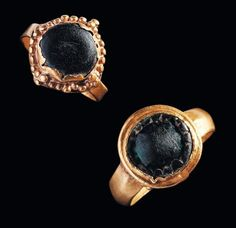 Two Roman gold rings with glass cabochons. 1st - 3rd century A.D.