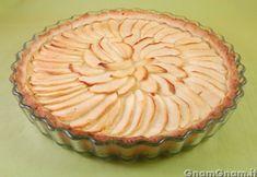 Crostata di mele -  La crostata di mele è una valida alternativa alla torta di mele, dal sapore piu' croccante e piu' consistente, vista la presenza della crema pasticcera alla cannella. La crostata di mele può essere preparata anche il giorno prima e conservata ben chiusa, in frigo. Se non amate la cannella, potete aromatizzare la crema pasticcera [...]