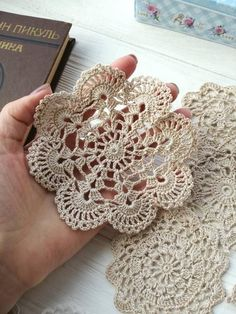 Transcendent Crochet a Solid Granny Square Ideas. Inconceivable Crochet a Solid Granny Square Ideas. Free Crochet Doily Patterns, Crochet Coaster Pattern, Crochet Circles, Crochet Motifs, Crochet Round, Crochet Home, Thread Crochet, Love Crochet, Crochet Gifts