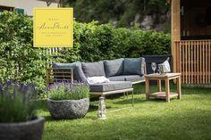 In unserem Garten haben wir viele gemütliche Platzerln eingerichtet, wo man den ☀️ Sonnentag so richtig genießen kann 😍 wir haben wieder offen! 🤩 keine Stornogebühren und Preisstabilität! 👉 Wir freuen uns auf euch 😘 🤩 Urlaub in Österreich, immer eine Reise wert! 😘😘 Zimmerbuchungen bitte direkt unter: www.hausannaplochl.at 😘 💚 . . Bed & Breakfast Bad Aussee. ❤️ stay tuned & subscribe our newsletter ♡ www.hausannaplochl.at ♡ . . Foto: @mkronfuss . . #hausannaplochl #annaplochl… Outdoor Sofa, Outdoor Furniture Sets, Outdoor Decor, Bed & Breakfast, Bad, Design, Home Decor, You're Welcome, Voyage