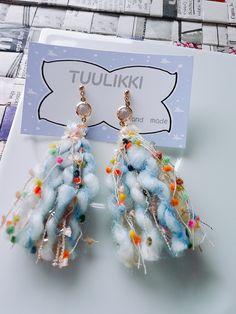 カラフルwool タッセルピアス Tassel Jewelry, Textile Jewelry, Fabric Jewelry, Diy Earrings, Fashion Earrings, Crochet Earrings, Tassel Earrings, Bead Crafts, Diy And Crafts