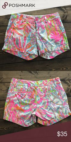Lilly Pulitzer Scuba to Cuba Callahan size 0 So cute! Barely worn and always washed on cold gentle cycle and air dried. Beautiful colors and such a fun pattern! Lilly Pulitzer Shorts