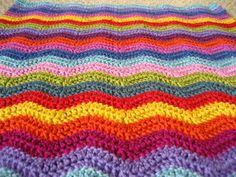 Hoe haak ik een zigzagdeken?   Al tijden ben ik weg van de Neat Ripple Blanket  van Lucy van Attic24 . Zelf lees ik redelijk gemakkelijk En...