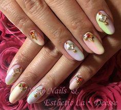 Yuko Nails And Esthetic La Deesse ジェルネイルデザイン♪ (定額制:Diamond)パステルカラーを数種類使い、1本1本異なるカラーで縦グラデーション。そのうえ、様々な形のラインストーンを散りばめた当店オススメのデザイン♪ Diamond Nails, Gel Nails, Beauty, Gel Nail, Beauty Illustration