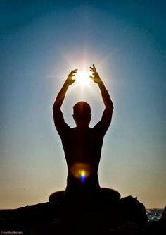 La meditación es el arte de concentrar el 100% de tu atención en un área. La práctica viene con una gran cantidad de beneficios para la...
