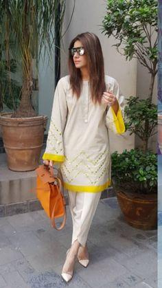 Beautiful Pakistani Dresses, Pakistani Formal Dresses, Pakistani Fashion Casual, Pakistani Dress Design, Pakistani Outfits, Stylish Dresses For Girls, Dress Clothes For Women, Dress Neck Designs, Designs For Dresses