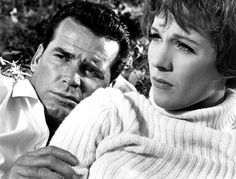 James Gardner and Julie Andrews in The Americanization of Emily directed by Arthur Hiller, 1964