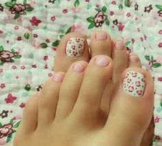 Toe Nail Art Collections To Make You Look Perfect - Nail Polish Addicted Pretty Toe Nails, Cute Toe Nails, Pretty Toes, Love Nails, My Nails, Cute Toes, Pedicure Designs, Pedicure Nail Art, Toe Nail Designs