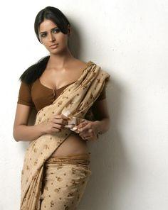 Thats a sexy saree pose   saree image