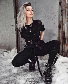 Hello, This is women on Black. All the pictures you are about to see are pictures of beautiful women on black outfits. These black outfits are so alluring. You can actually imagine how beautiful you would look on them. Edgy Outfits, Mode Outfits, Grunge Outfits, Cute Casual Outfits, Girl Outfits, Fashion Outfits, Black Outfits, Teenager Outfits, Mode Emo