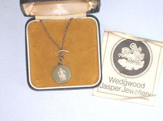Vintage sterling silver pendant and chain necklace Wedgwood