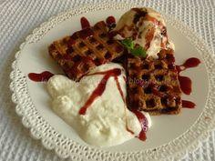 Le    ricette    di    Claudia  &   Andre : Waffle con gelato alla vaniglia, panna, salsa di f...