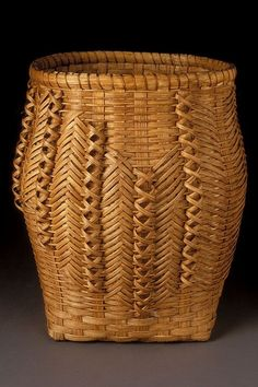 basket by Lois Russell, Penobscot Making Baskets, Old Baskets, Wicker Baskets, Woven Baskets, Crochet Baskets, Bamboo Art, Bamboo Crafts, Bamboo Weaving, Weaving Art