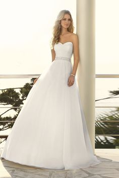 Love the look of this dress, not to over the top just simple and right.