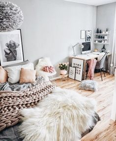 Bedroom space inspiration with different textures, using pilliows and a rug.