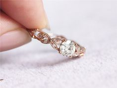 14K Rose Gold Mossanite Ring 5mm Runde Moissanite von LoveGemArts