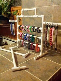 But added the two arms to hang bracelets from, to show items that might be a little different or high lights. I made it in sections, so it can be stored or transported. Or to have a display for a few or many. The handle can also have a sign mounted to it. Craft Fair Displays, Vendor Displays, Market Displays, Bracelet Displays For Craft Shows, Display Ideas, Pvc Pipe Projects, Paracord Projects, Wood Jewelry Display, Jewellery Display
