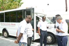 """Im August 2013 wurde dieser Bus in Miami als """"Mobile Kunstakademie"""" eingeweiht. Die Heilsarmee bietet darin Schülern kostenlosen Musik- und Schauspielunterricht in einer sicheren und herzlichen Umgebung an."""