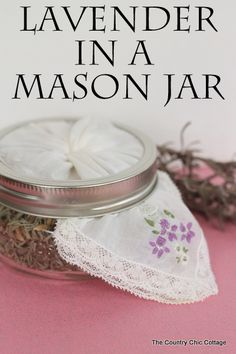 The best DIY projects & DIY ideas and tutorials: sewing, paper craft, DIY. DIY Skin Care Recipes : Lavender in a Mason Jar -- add lavender to a squat mason jar for a gorgeous and frangrant addition to any room. Mason Jar Crafts, Mason Jar Diy, Lavender Crafts, Country Chic Cottage, Jar Gifts, Canning Jars, Diy Skin Care, Homemade Gifts, Glass Jars