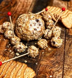 Venture back several decades with this modern version of a Toasted Almond Cheese Ball. Brunch Recipes, Keto Recipes, Easy Recipes, New Years Eve Dinner, Good Food, Yummy Food, Toasted Almonds, Cheese Ball, Easy Meals