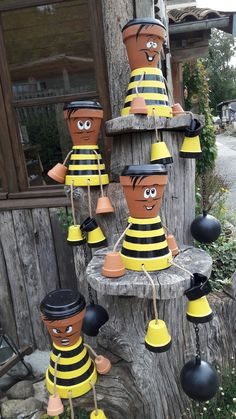 Clay Flower Pot People: Cartoon Characters and Superheroes – Unique Balcony & Garden Decoration and Easy DIY Ideas - Gartenkunst Flower Pot Art, Clay Flower Pots, Flower Pot Crafts, Clay Pots, Bee Flower, Flower Pot People, Clay Pot People, Clay Pot Projects, Clay Pot Crafts