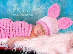 This set is super soft and so cozy, made out of fuzzy baby yarn, just perfect for babies!    SET INCLUDES: Hat and Cocoon.    COLOR: Petal Pink with