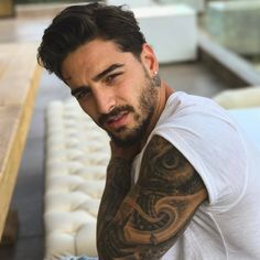Maluma: Clothes, Outfits, Brands, Style and Looks Maluma Haircut, Maluma Style, Maluma Pretty Boy, Photos Des Stars, Kylie Jenner, Baby Boy Haircuts, Urban Music, Perfect Boy, Moustaches