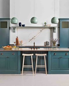 Kitchen Remodeling Trends Breaking: The latest kitchen design trends for 2019 - What's hot in the world of kitchen design? From appliances to aesthetics, take a look at the best kitchen trends for Kitchen Trends 2018, Latest Kitchen Trends, Kitchen Color Trends, Latest Kitchen Designs, Latest Trends, Colour Trends, Home Decor Kitchen, New Kitchen, Shaker Kitchen