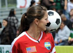 Soccer Star Brandi Chastain Pledges To Donate Brain To Concussion Research Youth Soccer, Soccer Ball, Sports Channel, Soccer Stars, Soccer Players, Sports News, World Cup, Football, Brain
