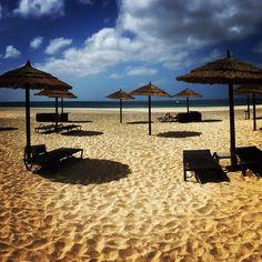 Strandstoelen op Sal, #Kaapverdie #CaboVerde #CapeVerde #sun #vacation #travel #travelphotography #Africa #zon #vakantie #reizen #strand #beach #TeamCapeVerdean