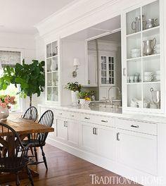 Mucho almacenaje en la cocina, gran distribución y estética.