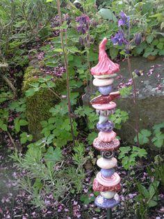 unusual garden plug, ceramic stele from Bodenseekeramik on DaWanda.c … - Modern Sculpture Art, Garden Sculpture, Sculptures, Garden Totems, Ceramics Projects, Yard Art, Ceramic Art, Deco, Cool Art