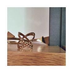 18k Gold Studded Interlock Ring - TOMTOM Jewelry