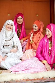 Dian Pelangi - Bride and brides maids dresses
