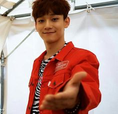 Are you asking for my hand? ✋ here, hold it tight and don't let go. Chen at #EXO_CBX Free Showcase at JAPAN 06.07.17