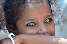 Read all about blue eyes. Their personality traits, nature, behavior talents and much more about blue eyes Trendy Hairstyles, Easy Hairstyles, Hairstyles 2018, Blue Eye Facts, Medium Hair Styles, Curly Hair Styles, Diy Popsicle Stick Crafts, Les Rides, Badass Tattoos