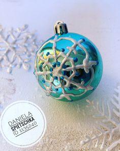 Ich liebe es alten Gegenständen neues Leben einzuhauchen. Schnell und einfach gelingt das mit dem DecoPointer 👍🏻. Meist das Tüpfelchen auf dem i bei der kreativen Gestaltung 🥰 Christmas Bulbs, Holiday Decor, Home Decor, New Life, Polka Dots, Repurpose, Love, Simple, Creative