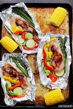 Grilled Barbecue Chicken and Vegetables in Foil - Tender, flavorful chicken covered in sweet barbecue sauce and cooked on the grill inside foil packs with zucchini, bell peppers and asparagus. Best Grill Recipes, Barbecue Recipes, Grilling Recipes, Cooking Recipes, Healthy Recipes, Barbecue Sauce, Barbecue Grill, Healthy Foods, Easy Campfire Meals