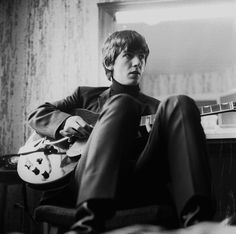 ringodreammer: While my guitar gently weeps Rare photos of George Harrison backstage 1964.