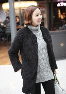 Today's Hot Pick :Lined Basic Knit Coat http://fashionstylep.com/SFSELFAA0012468/min3111enn/out Lined basic knit coat. Open coat design with a fur-textured material. Round necked and long sleeved. Quilted lining. Thigh length. Ideal for casual wear.