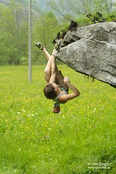 Yulia Abramchuk bouldering Photo – Anna Piunova, Mountain.RU