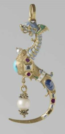 Dragon pendant / toothpick, composed of gold, enamel, pearls and gemstones. Circa 1550 - 1600.