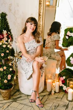 Jenny Cipoletti ofMargo & Me is no stranger to a beautiful ensemble and that clearly translates to party throwing as well. For her 30th birthday, she was inspired by her love of all things French and glamorous and thus a macaron + champagne