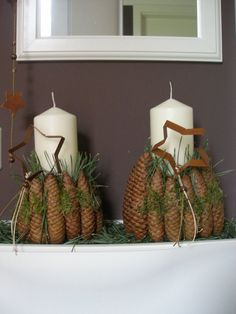Christmas decoration with candle and cones- Weihnachtsdeko mit Kerze und Zapfen Christmas decoration with candle and cones More - Christmas Is Coming, Christmas Time, Christmas Wreaths, Christmas Crafts, Christmas Decorations, Xmas, Christmas Ornaments, Primitive Christmas, Country Christmas