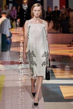 Prada Spring 2020 Ready-to-Wear Fashion Show - Vogue Vogue Fashion, Fashion 2020, Runway Fashion, Spring Fashion, Daily Fashion, Street Fashion, Prada Spring, Milan Fashion Weeks, London Fashion