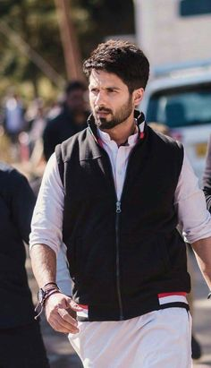 Shahid Kapoor New Hairstyle For His New Movie Shaandar Bollywood