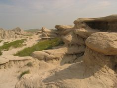 Toadstool Geologic Park - in far northwestern Nebraska you'll find the most beautiful area of the state. The Park is operated by the US Forest Service. It contains a badlands landscape and a reconstructed sod house. The park is named after its unusual rock formations, many of which resemble toadstools.