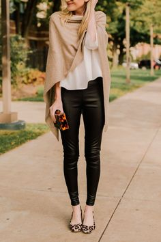 Fabulous Winter Outfits Ideas With Leather Leggings 45