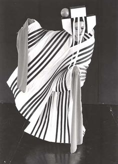 Costume in tessuto da vela con stecche di balena sintetiche, utilizzato per uno spettacolo del CTR, il centro teatrale sperimentale fondato da Sonia Biacchi, all'Isola di San Giorgio a Venezia